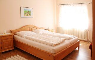 Lunzer Schlafzimmer Ferienwohnung Weinblüte
