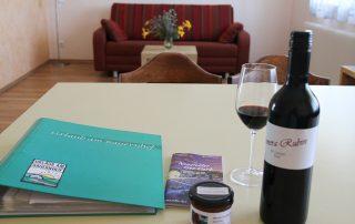 Lunzer Wohnzimmer Ferienwohnung Weinknospe